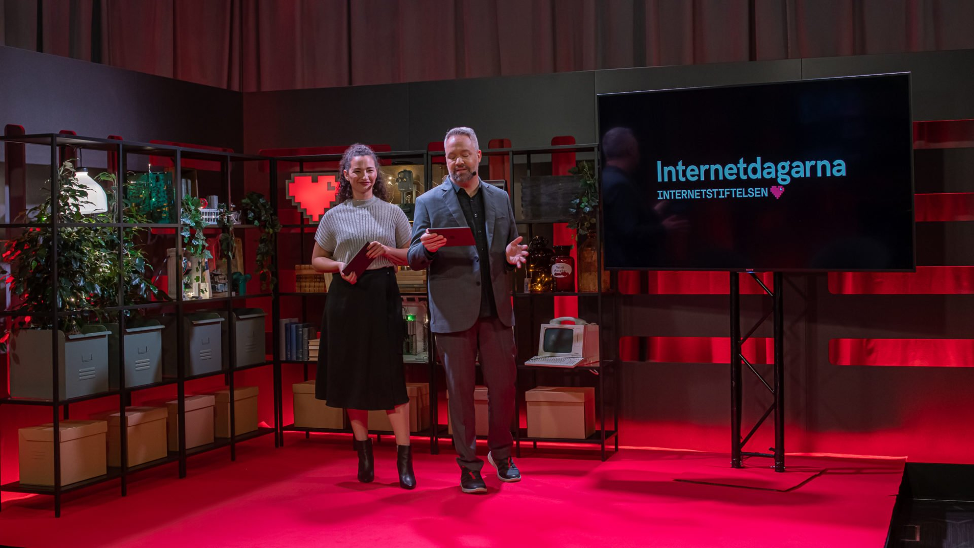 Två konferencierer på Internetdagarna